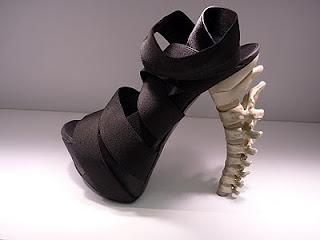 Sturdy spine sandal