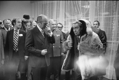Gerald-R-Ford-gifts-his-wolfskin-coat-to-Leonid-Brezhnev-5-1024x692