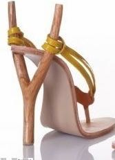 Slingshot-shaped-high-heeled-shoes