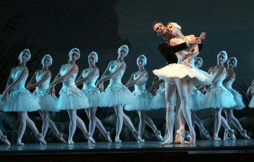 Simone Messmer and Rainer Krensteller in Balanchine's Swan Lake
